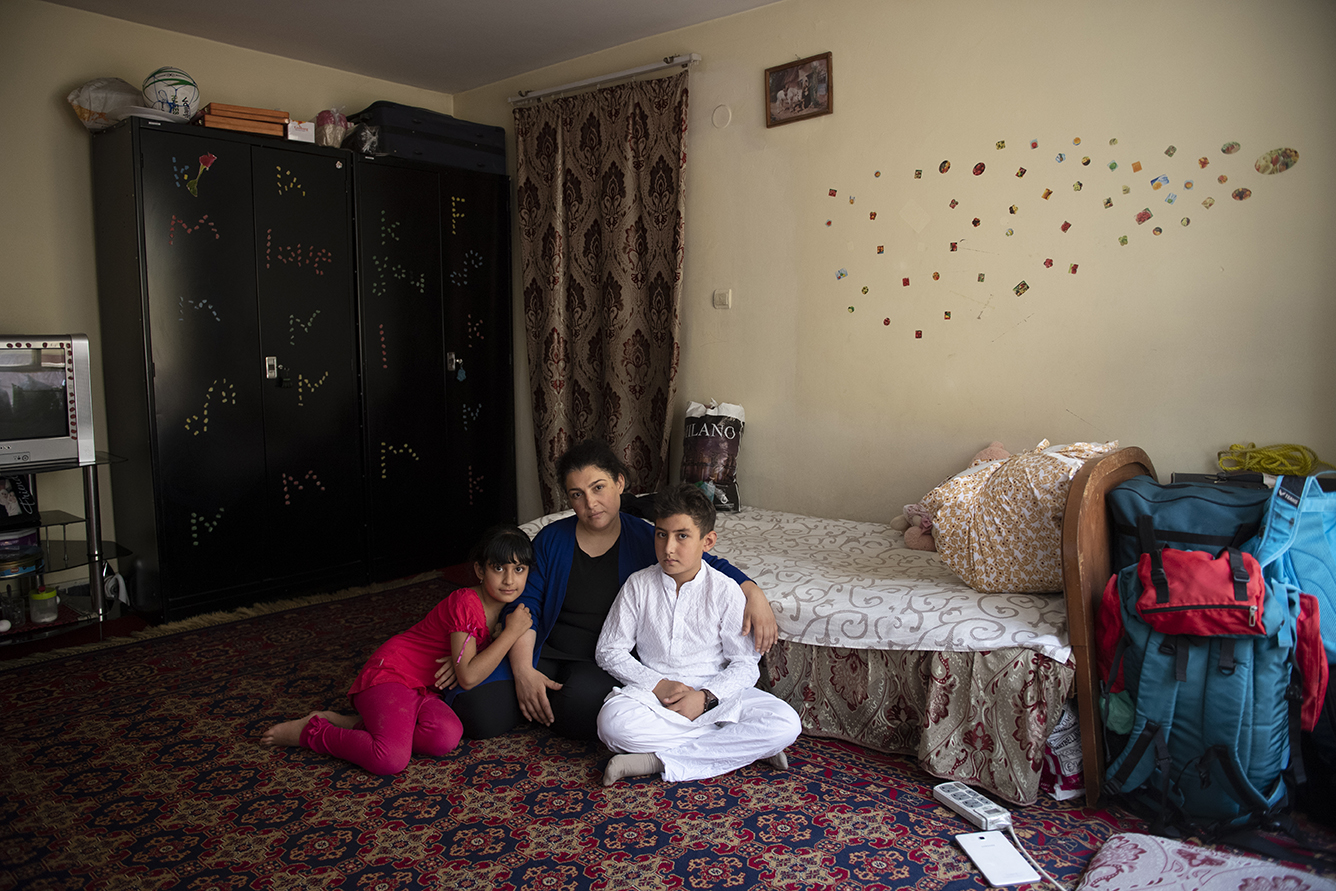 Living in hiding after she has been threaten by a Mullah she criticized publicly 32 yeas old Wida Saghary and her two children being photograph in a shelter for women in Kabul, Afghanistan, July 20, 2020. © Farzana Wahidy